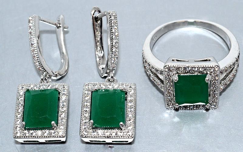 """Набор  """"серьги и кольцо"""",покрытие родием. Камень:белый и зелёный циркон. Высота серьги: 3 см Ширина: 11 мм"""