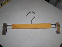 Вешалка модельная брючная  деревянная К-2