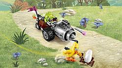 Lego Angry Birds Побег на автомобиле свинок