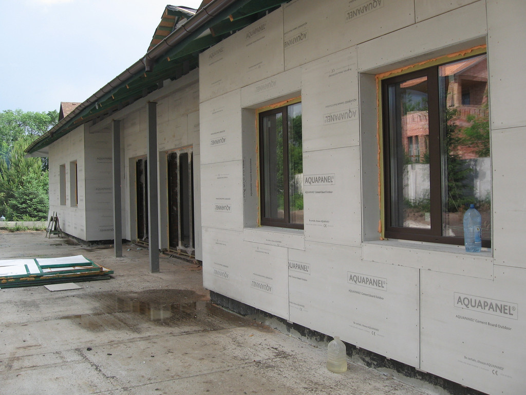 Облицовка травертином фасада частного дома -1
