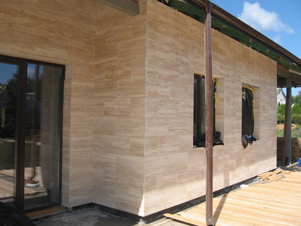 Облицовка травертином фасада частного дома 12