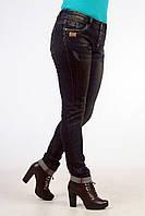 Классические женские джинсы на пуговицах