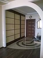 Гардеробная комната в бежевых тонах