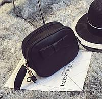 Маленькая компактная черная сумка с бантиком