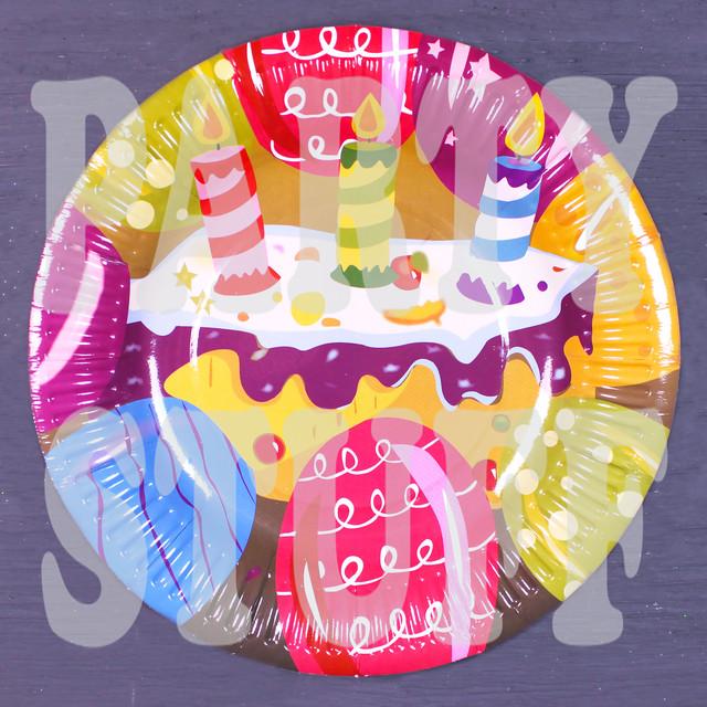 бумажные праздничные тарелки