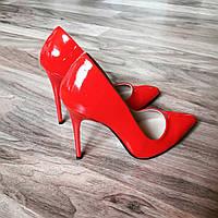 Красные лаковые туфли лодочки на каблуке