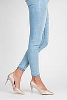 Блестящие женские туфли классические на среднем каблуке