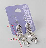 Красивые стильные женские серебристые серьги от Claire's