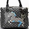 Женская сумка черного цвета стеганная с рисунком