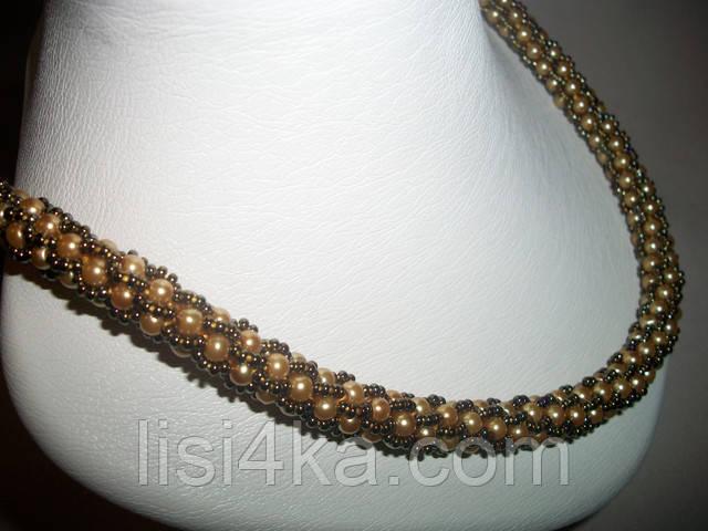 Вязаный жгут из бисера и жемчуга золотистого цвета