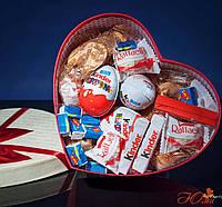 Подарочный набор №7 с киндер сюрпризами, рафаэлло и печеньем