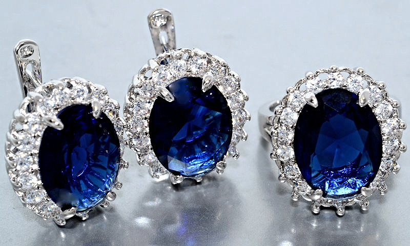 """Набор  """"серьги и кольцо"""",покрытие родием. Камень: белый и синий циркон. Высота серьги: 2 см Ширина: 18 мм"""
