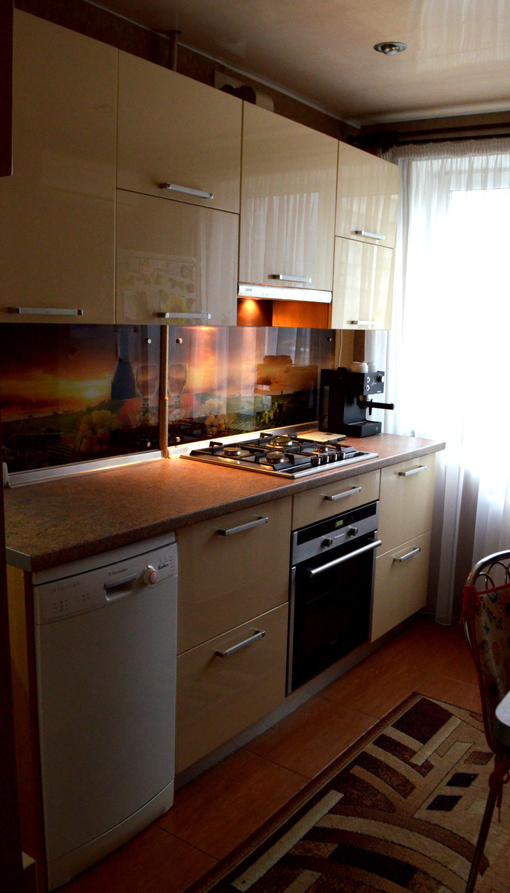 Стильная кухня с бежевым фасадом