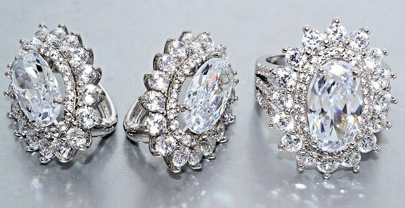 """Набор  """"серьги и кольцо"""",покрытие родием. Камень: белый циркон. Высота серьги: 2,7 см Ширина: 20 мм"""