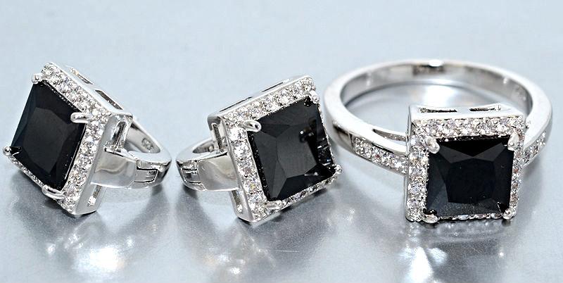 """Набор  """"серьги и кольцо"""",покрытие родием. Камень:белый и чёрный циркон. Высота серьги: 1,5 см Ширина:10 мм 18р"""