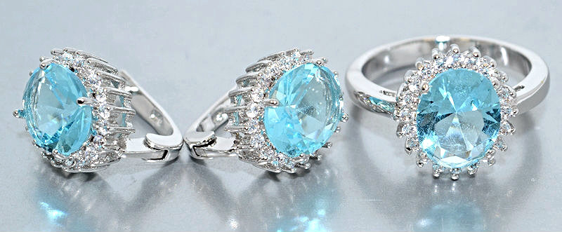 """Набор  """"серьги и кольцо"""",покрытие родием. Камень:белый и голубой  циркон. Высота серьги: 1,5 см Ширина: 12 мм"""