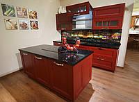 Кухня Арли красная со столешницей из акрила, фасад массив ясеня