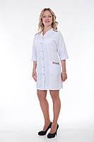 Медицинский халат женский белого цвета с вышивкой.