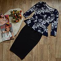 Костюм кофта-баска+юбка, принт цветы диагональ + черный