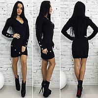 Женское короткое платье с декольте