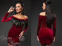 Платье бордовое из бархата, украшено перышками. 4 цвета.