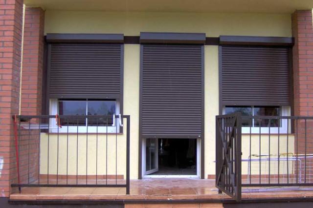 Роллеты вместо дверей для офисов