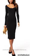 Платье классическое черного цвета, с широким вырезом декольте