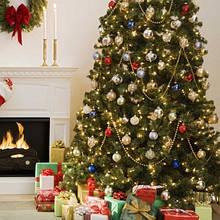 Искусственные елки, венки ( handmade), и новогодние аксессуары.