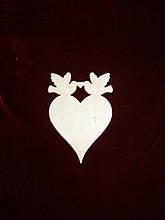 Маленькое сердце с голубями
