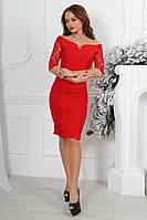 Красивое красное платье с шикарным декольте