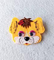 Брошка-украшения для шапок Собачка рыжая из фетра.
