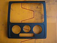 Накладка торпедо центр под конд -11 VW Caddy III