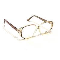 Женские очки в пластмассовой оправе