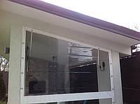 Прозрачные ПВХ шторы с белой окантовкой для веранды