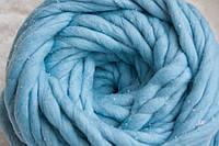 Толстая пряжа 100% шерсть мериноса голубая