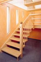 Деревянная лестница маршевая