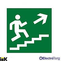 """Самоклеящаяся этикетка 50х50мм """"Направление к эвакуационному выходу по лестнице направо вверх"""" ИЭК"""