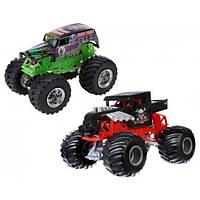 Hot Wheels Набор машинок-внедорожников 2 штуки 1:64 Monster Jam Demolition Doubles - Grave Digger Vs. Bone Shaker 1:64 Scale