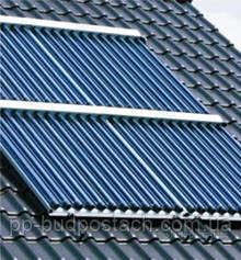 Панели вакуумного солнечного коллектора на склоне крыши