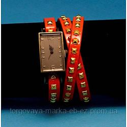"""Женские наручные часы-браслет на кожаном ремешке с заклепками """"Бичмонт"""""""