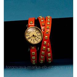 """Женские наручные часы-браслет на кожаном ремешке с заклепками """"Калбарри"""""""