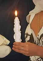 Свеча на крещение белого цвета.