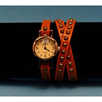 """Женские наручные часы-браслет на кожаном ремешке с заклепками """"Нагамби"""""""