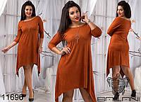 Замшевое платье асимметричной длины с бижутерией в комплекте,батал