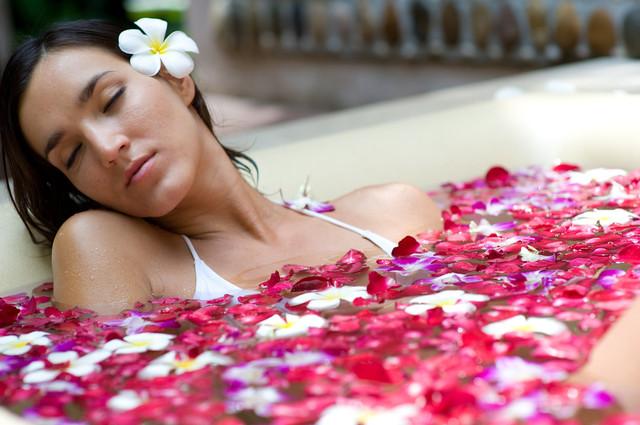 Понежиться: как принимать ванну с максимальной пользой для здоровья