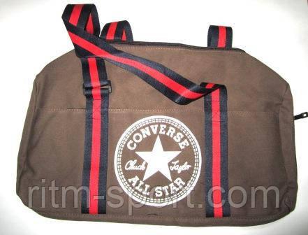 Спортивная сумка коричневого цвета с черно-красными ручками. Сумка имеет отделение для обуви. Компактная, стильная и вместительная сумка подойдет для посещения спортивного зала.