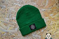 Зеленая мужская шапка