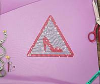 Аппликация, наклейка из страз на ткань Знак Девушка за рулем (DMC 3мм-бел., 3мм-красн.)