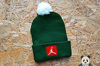 Стильная шапка мужская джордан,Jordan зеленая с бубоном