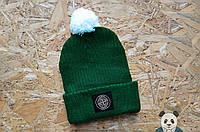 Яркая молодежная шапка зеленая с бубоном
